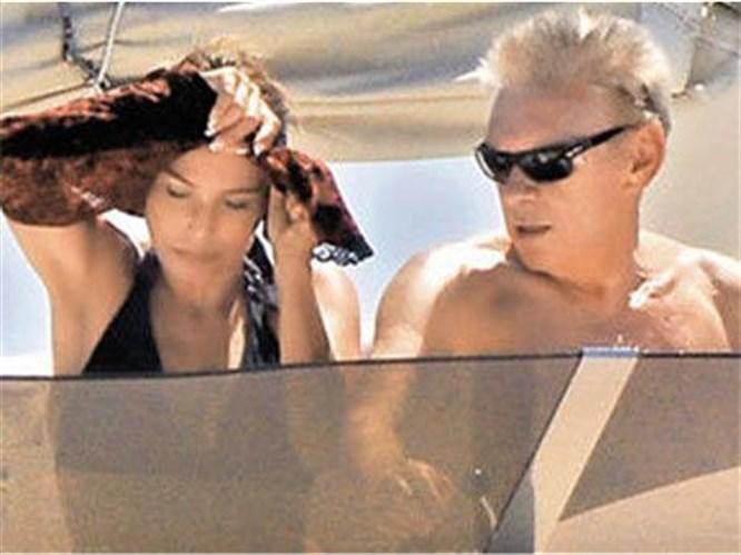 Erol Aksoy aşk denizinde